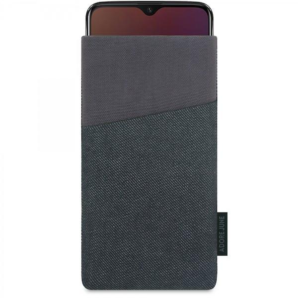Das Bild zeigt die Vorderseite von Clive Tasche für OnePlus 6T And OnePlus 7 in Farbe Schwarz / Grau; Zur Veranschaulichung wird ebenfalls dargestellt, wie das kompatible Gerät in dieser Tasche aussieht