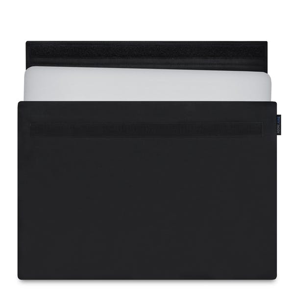 The picture shows the front of Classic Sleeve for Apple MacBook Pro 15 in color Black; As an illustration, it also shows what the compatible device looks like in this bag