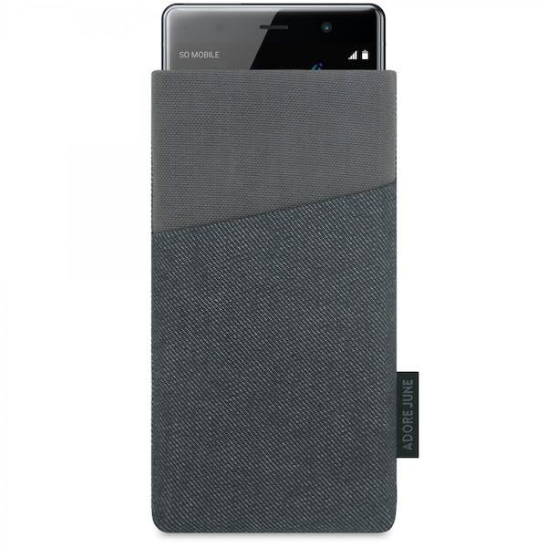 Das Bild zeigt die Vorderseite von Clive Tasche für Sony Xperia XZ2 Premium in Farbe Schwarz / Grau; Zur Veranschaulichung wird ebenfalls dargestellt, wie das kompatible Gerät in dieser Tasche aussieht