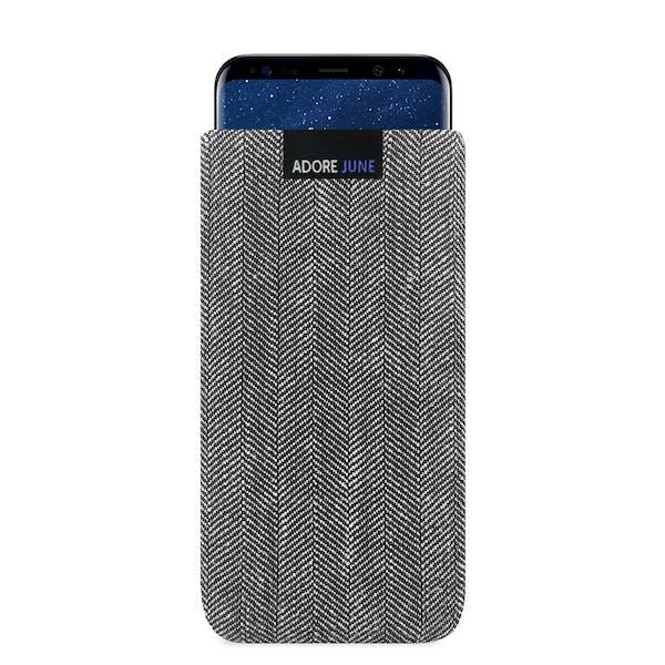 Das Bild zeigt die Vorderseite von Business Tasche für Samsung Galaxy S8 in Farbe Grau / Schwarz; Zur Veranschaulichung wird ebenfalls dargestellt, wie das kompatible Gerät in dieser Tasche aussieht