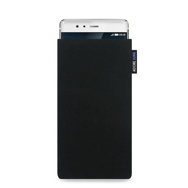 Das Bild zeigt die Vorderseite von Classic Tasche für Huawei P9 in Farbe Schwarz; Zur Veranschaulichung wird ebenfalls dargestellt, wie das kompatible Gerät in dieser Tasche aussieht