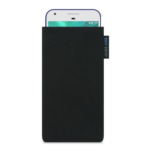 Das Bild zeigt die Vorderseite von Classic Tasche für Google Pixel in Farbe Schwarz; Zur Veranschaulichung wird ebenfalls dargestellt, wie das kompatible Gerät in dieser Tasche aussieht