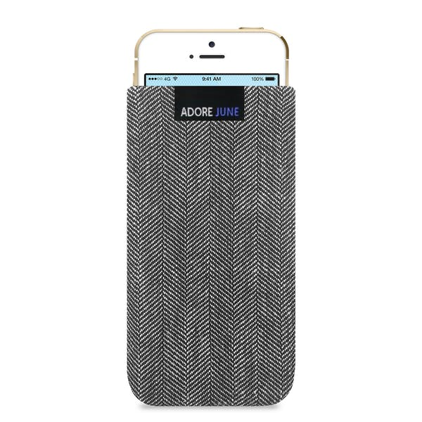 Das Bild zeigt die Vorderseite von Business Tasche für Apple iPhone SE und iPhone 5 und 5S in Farbe Grau / Schwarz; Zur Veranschaulichung wird ebenfalls dargestellt, wie das kompatible Gerät in dieser Tasche aussieht