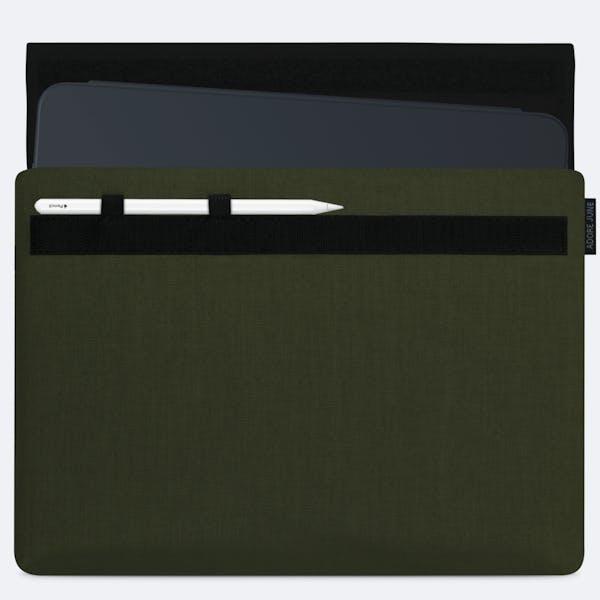 Bild 1 von Adore June Classic Hülle für Apple iPad Pro 11 in Farbe Oliv-Grün
