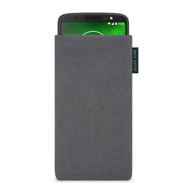 Das Bild zeigt die Vorderseite von Classic Tasche für Motorola Moto G6 Plus in Farbe Dunkelgrau; Zur Veranschaulichung wird ebenfalls dargestellt, wie das kompatible Gerät in dieser Tasche aussieht