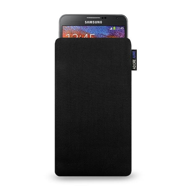 Das Bild zeigt die Vorderseite von Classic Tasche für Samsung Galaxy Note 2 und Note 3 in Farbe Schwarz; Zur Veranschaulichung wird ebenfalls dargestellt, wie das kompatible Gerät in dieser Tasche aussieht