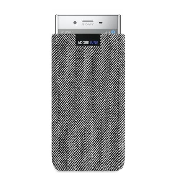 Das Bild zeigt die Vorderseite von Business Tasche für Sony Xperia XZ Premium in Farbe Grau / Schwarz; Zur Veranschaulichung wird ebenfalls dargestellt, wie das kompatible Gerät in dieser Tasche aussieht