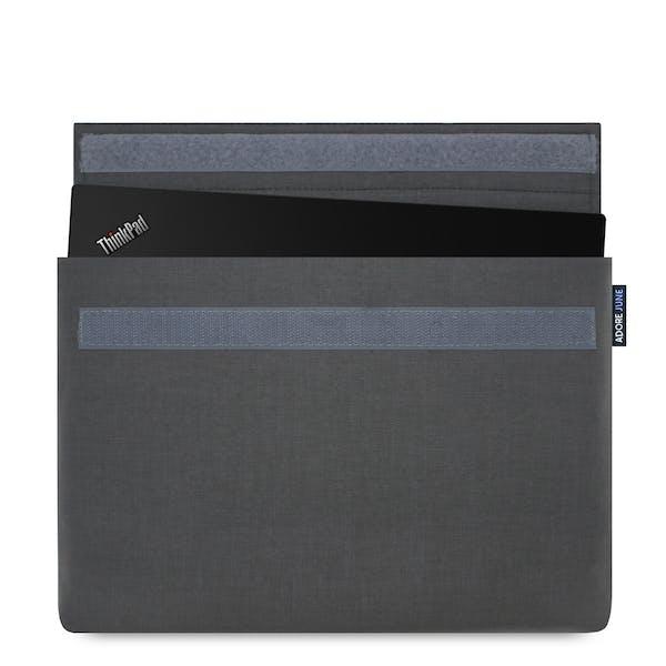 Das Bild zeigt die Vorderseite von Classic Hülle für Lenovo ThinkPad X1 Carbon 2016 2015 in Farbe Dunkelgrau; Zur Veranschaulichung wird ebenfalls dargestellt, wie das kompatible Gerät in dieser Tasche aussieht