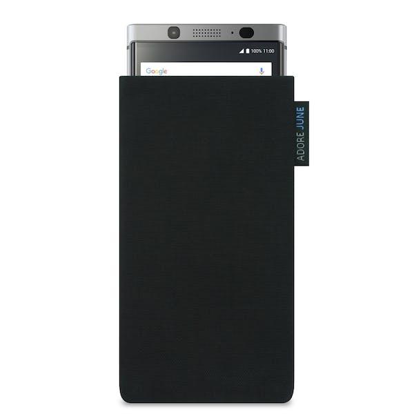 Das Bild zeigt die Vorderseite von Classic Tasche für BlackBerry KeyOne in Farbe Schwarz; Zur Veranschaulichung wird ebenfalls dargestellt, wie das kompatible Gerät in dieser Tasche aussieht