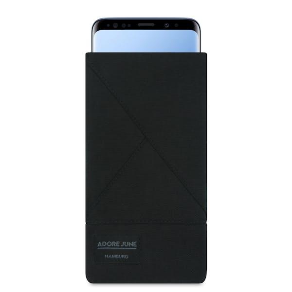Das Bild zeigt die Vorderseite von Triangle Tasche für Samsung Galaxy S9 in Farbe Schwarz; Zur Veranschaulichung wird ebenfalls dargestellt, wie das kompatible Gerät in dieser Tasche aussieht