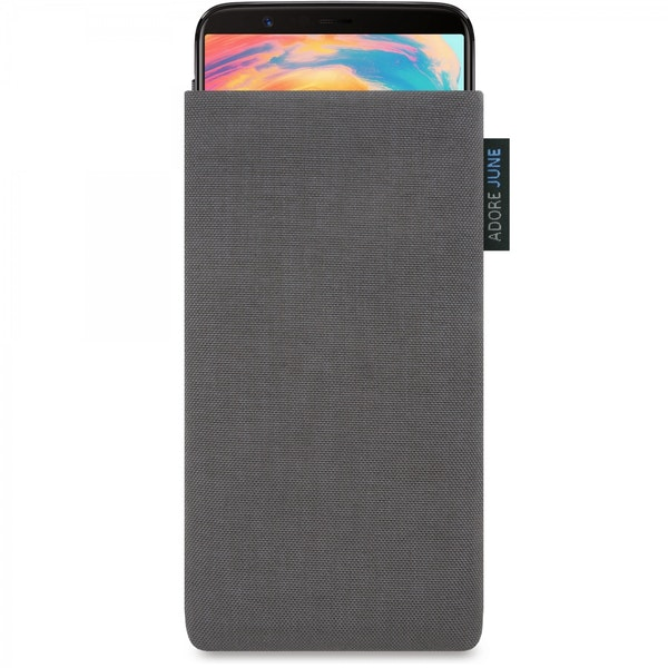 The picture shows the front of Classic Sleeve for OnePlus 5T and OnePlus 6 in color Dark Grey; As an illustration, it also shows what the compatible device looks like in this bag