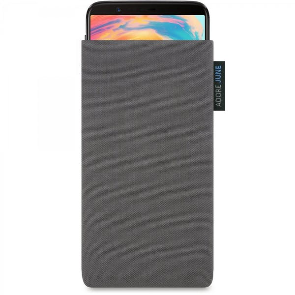 Das Bild zeigt die Vorderseite von Classic Tasche für OnePlus 5T und OnePlus 6 in Farbe Dunkelgrau; Zur Veranschaulichung wird ebenfalls dargestellt, wie das kompatible Gerät in dieser Tasche aussieht