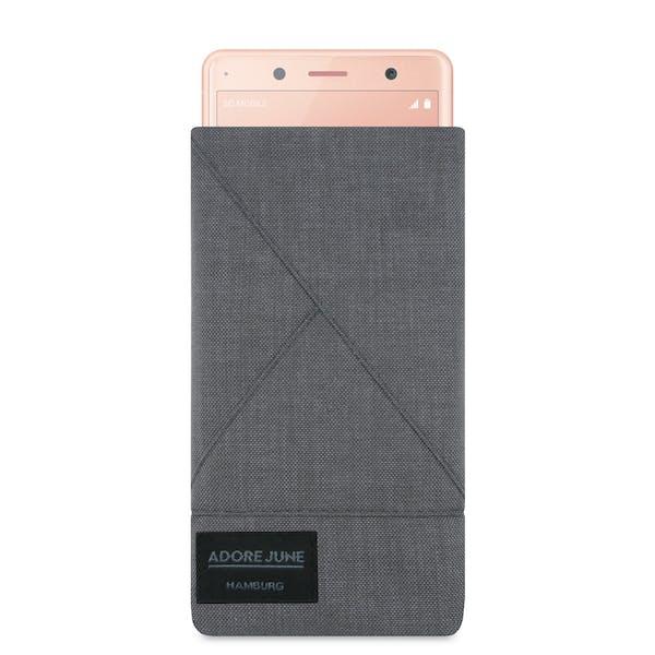 Das Bild zeigt die Vorderseite von Triangle Tasche für Sony Xperia XZ2 Compact in Farbe Dunkelgrau; Zur Veranschaulichung wird ebenfalls dargestellt, wie das kompatible Gerät in dieser Tasche aussieht