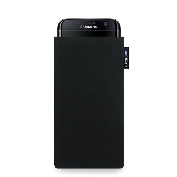 Das Bild zeigt die Vorderseite von Classic Tasche für Samsung Galaxy S7 Edge in Farbe Schwarz; Zur Veranschaulichung wird ebenfalls dargestellt, wie das kompatible Gerät in dieser Tasche aussieht