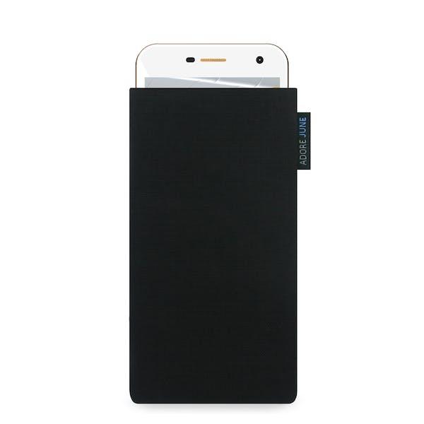 Das Bild zeigt die Vorderseite von Classic Tasche für Wileyfox Spark und Wileyfox Spark Plus in Farbe Schwarz; Zur Veranschaulichung wird ebenfalls dargestellt, wie das kompatible Gerät in dieser Tasche aussieht
