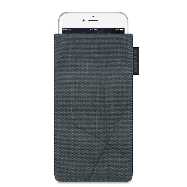 Das Bild zeigt die Vorderseite von Axis Tasche für iPhone 6 Plus 6S Plus und 7 Plus in Farbe Dunkelgrau; Zur Veranschaulichung wird ebenfalls dargestellt, wie das kompatible Gerät in dieser Tasche aussieht
