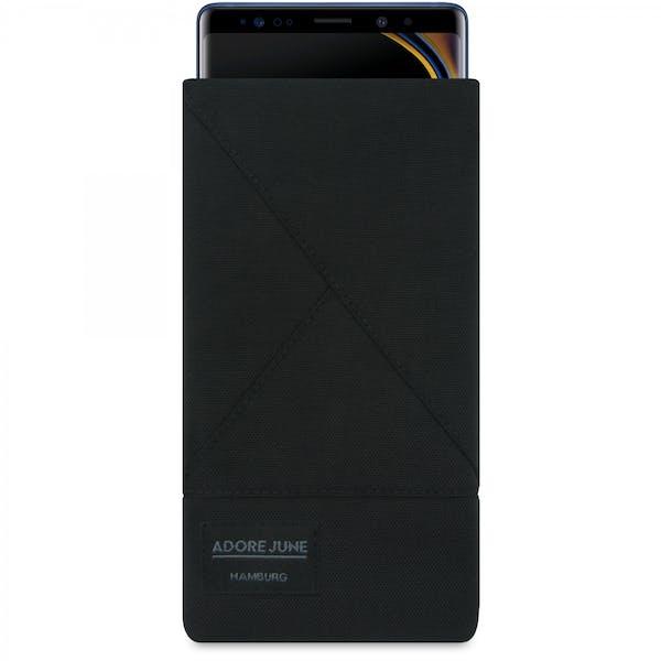 Das Bild zeigt die Vorderseite von Triangle Tasche für Samsung Galaxy Note 9 in Farbe Schwarz; Zur Veranschaulichung wird ebenfalls dargestellt, wie das kompatible Gerät in dieser Tasche aussieht