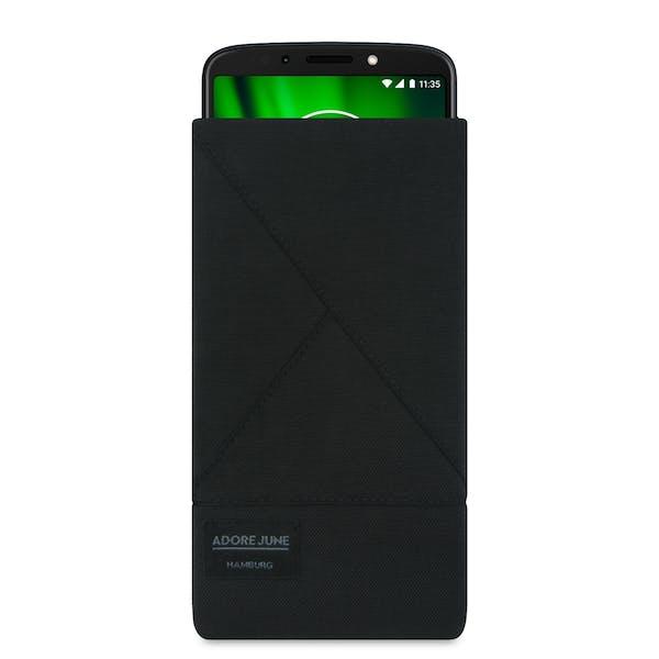 Das Bild zeigt die Vorderseite von Triangle Tasche für Motorola Moto G6 Play in Farbe Schwarz; Zur Veranschaulichung wird ebenfalls dargestellt, wie das kompatible Gerät in dieser Tasche aussieht