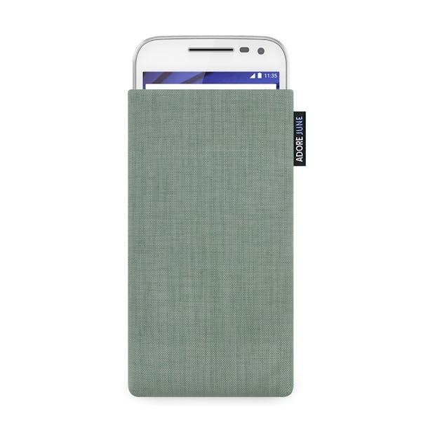 Das Bild zeigt die Vorderseite von Classic Tasche für Motorola Moto G 2015 (3. Gen.) in Farbe Grau; Zur Veranschaulichung wird ebenfalls dargestellt, wie das kompatible Gerät in dieser Tasche aussieht