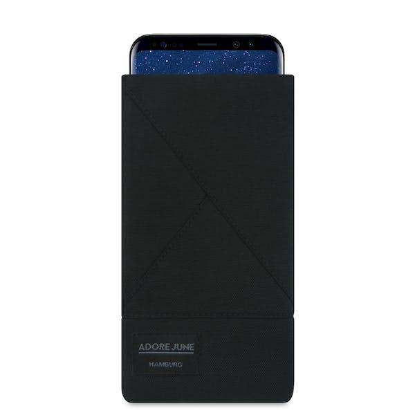 Das Bild zeigt die Vorderseite von Triangle Tasche für Samsung Galaxy S8 in Farbe Schwarz; Zur Veranschaulichung wird ebenfalls dargestellt, wie das kompatible Gerät in dieser Tasche aussieht