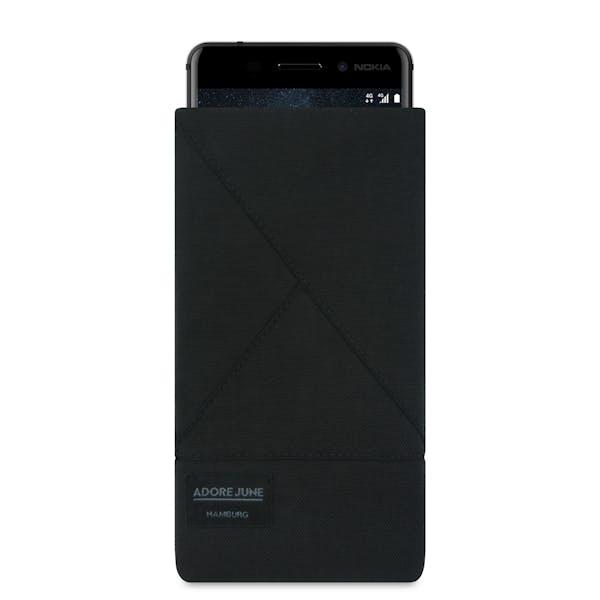 Das Bild zeigt die Vorderseite von Triangle Tasche für Nokia 6 in Farbe Schwarz; Zur Veranschaulichung wird ebenfalls dargestellt, wie das kompatible Gerät in dieser Tasche aussieht