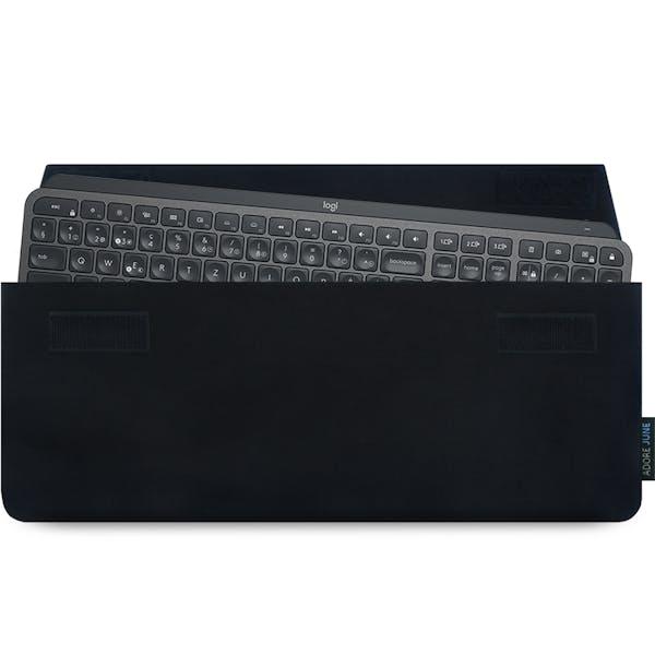 Das Bild zeigt die Vorderseite von Keeb Hülle für Logitech MX Keys Keyboard in Farbe Schwarz; Zur Veranschaulichung wird ebenfalls dargestellt, wie das kompatible Gerät in dieser Tasche aussieht