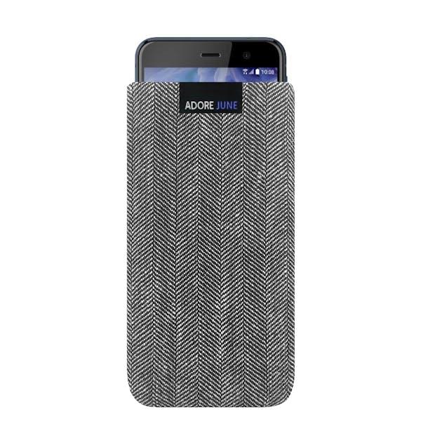 Das Bild zeigt die Vorderseite von Business Tasche für HTC U Play in Farbe Grau / Schwarz; Zur Veranschaulichung wird ebenfalls dargestellt, wie das kompatible Gerät in dieser Tasche aussieht
