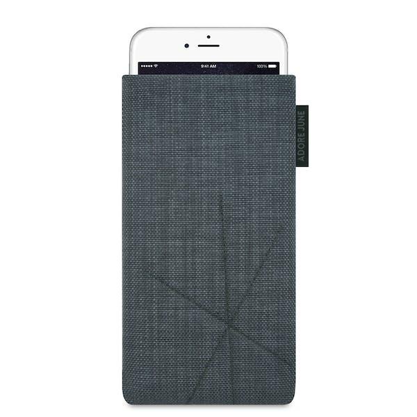 Das Bild zeigt die Vorderseite von Axis Tasche für Apple iPhone 6 6S und iPhone 7 in Farbe Dunkelgrau; Zur Veranschaulichung wird ebenfalls dargestellt, wie das kompatible Gerät in dieser Tasche aussieht