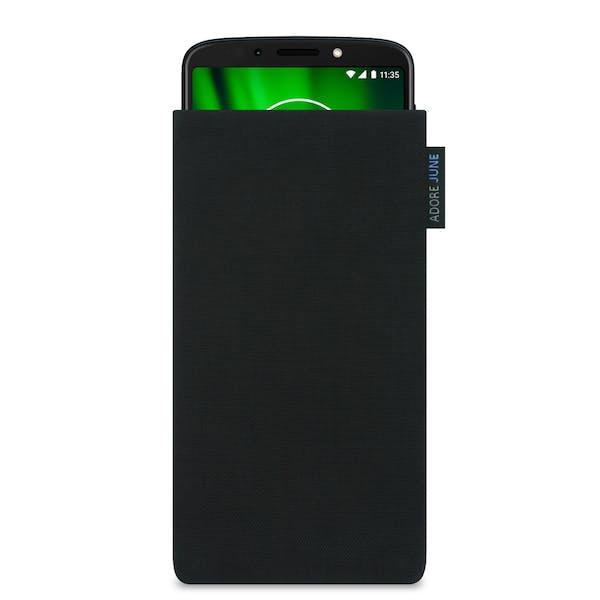 Das Bild zeigt die Vorderseite von Classic Tasche für Motorola Moto G6 Play in Farbe Schwarz; Zur Veranschaulichung wird ebenfalls dargestellt, wie das kompatible Gerät in dieser Tasche aussieht
