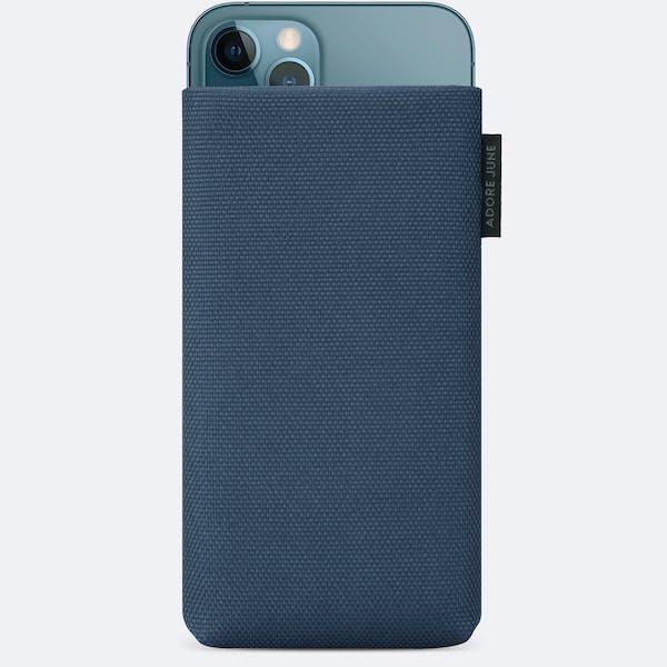 Bild 1 von Adore June Classic Recycled Handytasche für iPhone 12 Pro Max und iPhone 13 Pro Max in Farbe Blau