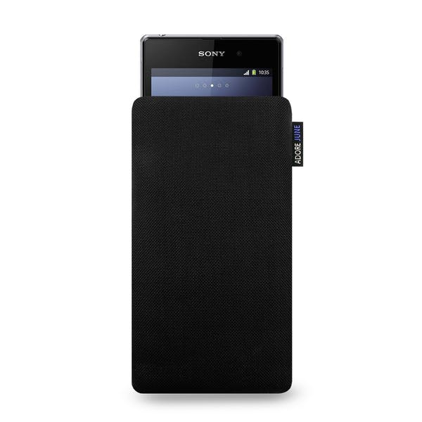 Das Bild zeigt die Vorderseite von Classic Tasche für Sony Xperia Z1 Compact und Xperia Z3 Compact in Farbe Schwarz; Zur Veranschaulichung wird ebenfalls dargestellt, wie das kompatible Gerät in dieser Tasche aussieht