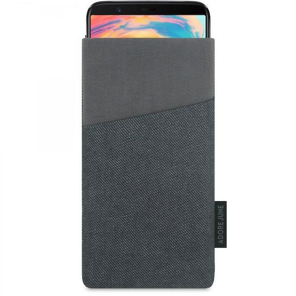 Das Bild zeigt die Vorderseite von Clive Tasche für OnePlus 5T und OnePlus 6 in Farbe Schwarz / Grau; Zur Veranschaulichung wird ebenfalls dargestellt, wie das kompatible Gerät in dieser Tasche aussieht